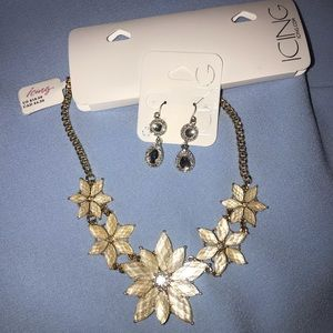 ICING Statement Flower Necklace & Silver Earings